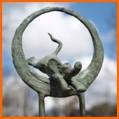 onderwijsprijs, beeld van een olifant die door een hoepel springt